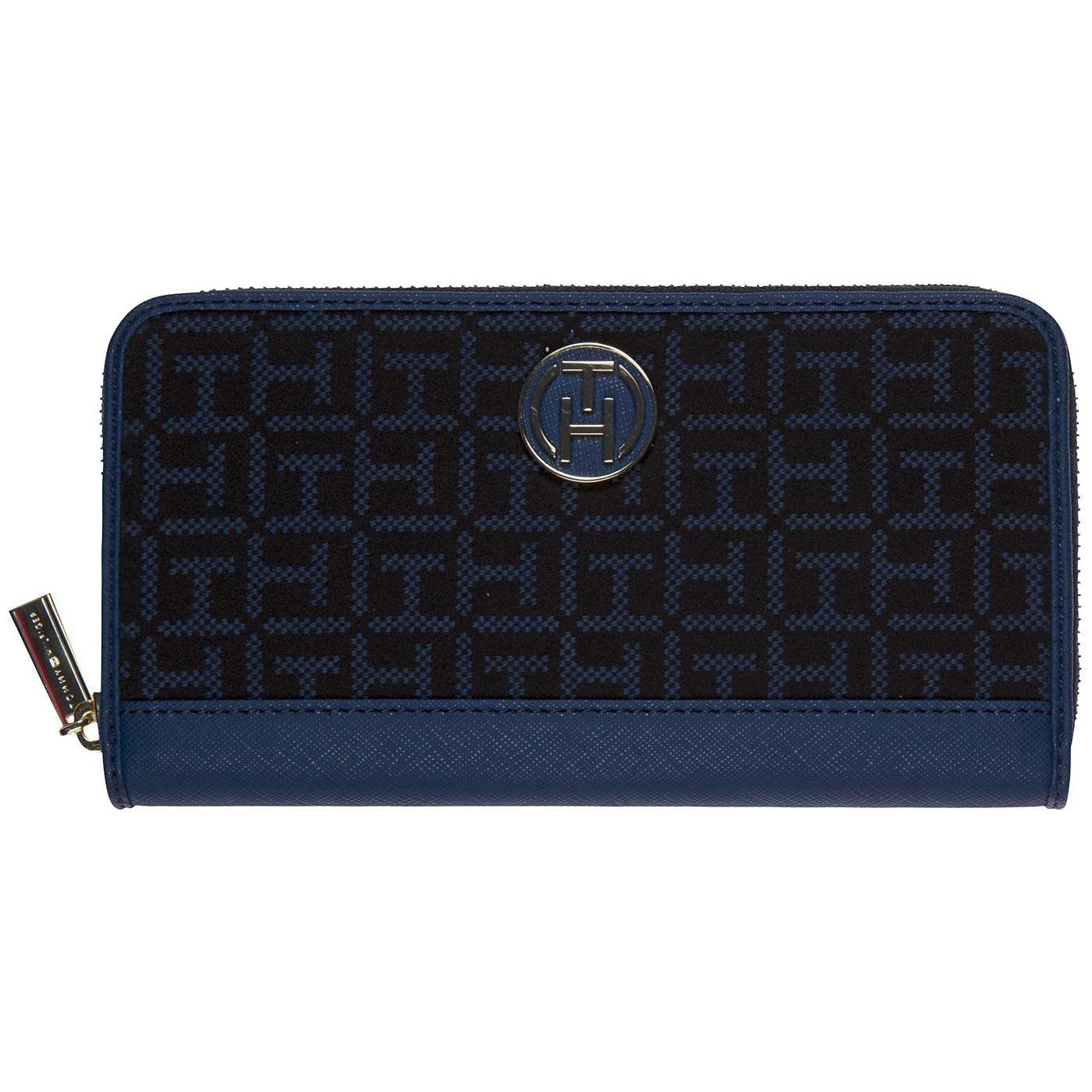 Sportliche, zweifarbige Geldbörse von Tommy Hilfiger aus einem Baumwolle-Synthetik-Mix mit Logomuster und Reißverschluss für eine sichere Verstauung. 52% Baumwolle, 48% Polyester...