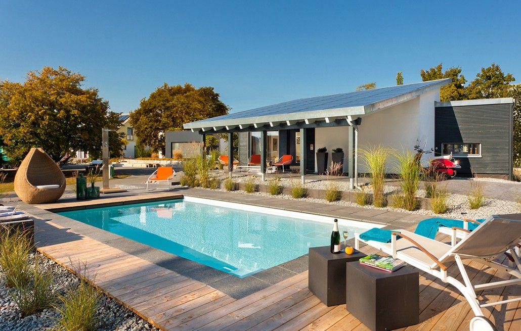 Moderne Gartengestaltung Verbinden Das Poolhaus Mit Dem Schwimmbecken.