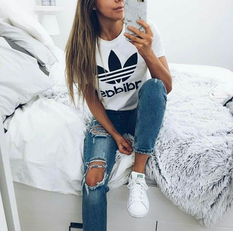 Adidas t shirt/ ripped jeans/ stAn smith adidas shoes