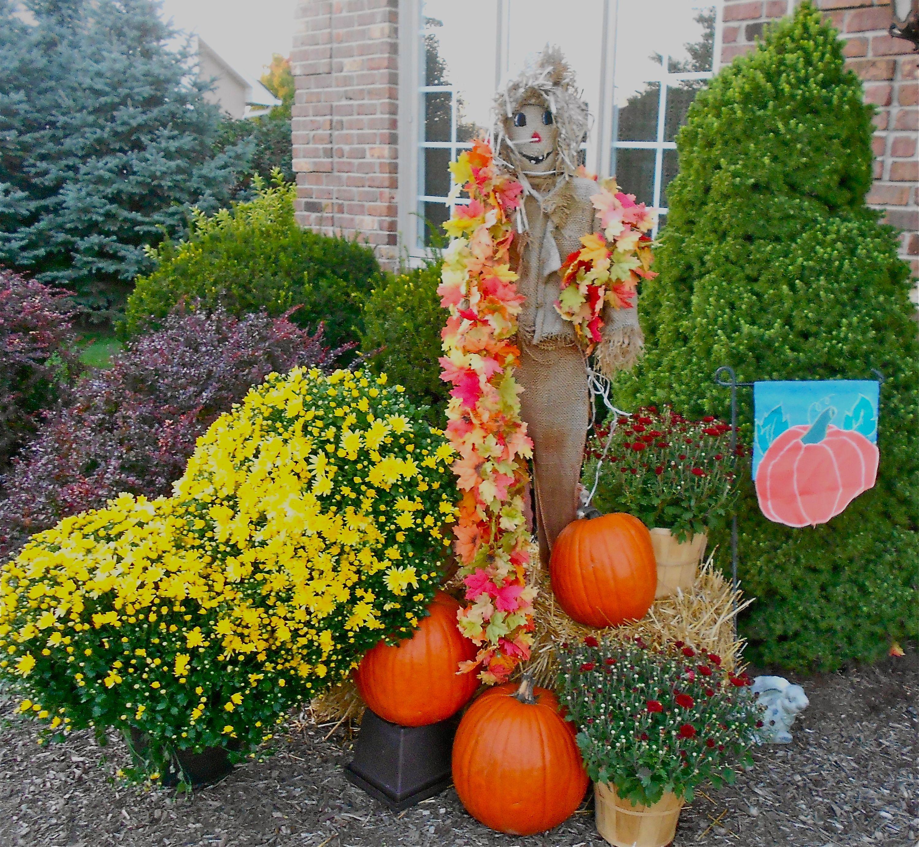 Fall outdoor decor | Halloween/Fall | Pinterest