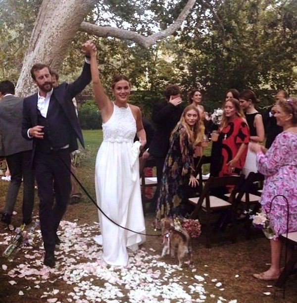 Instagram Spottings Of Mary Kate And Ashley Olsen At A Friend A Wedding Style Fashion Weddinginspiration Ols Ashley Mary Kate Olsen Mary Kate Ashley Olsen