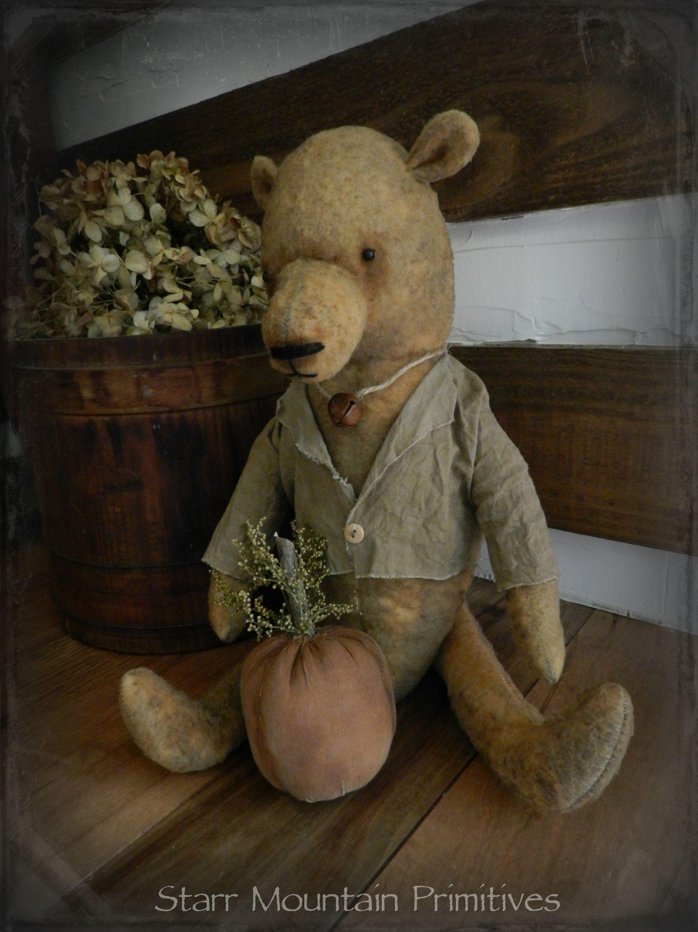 Primitive Harvest Bear with Pumpkin https://www.facebook.com/Starr-Mountain-Primitives-228548684018/timeline/
