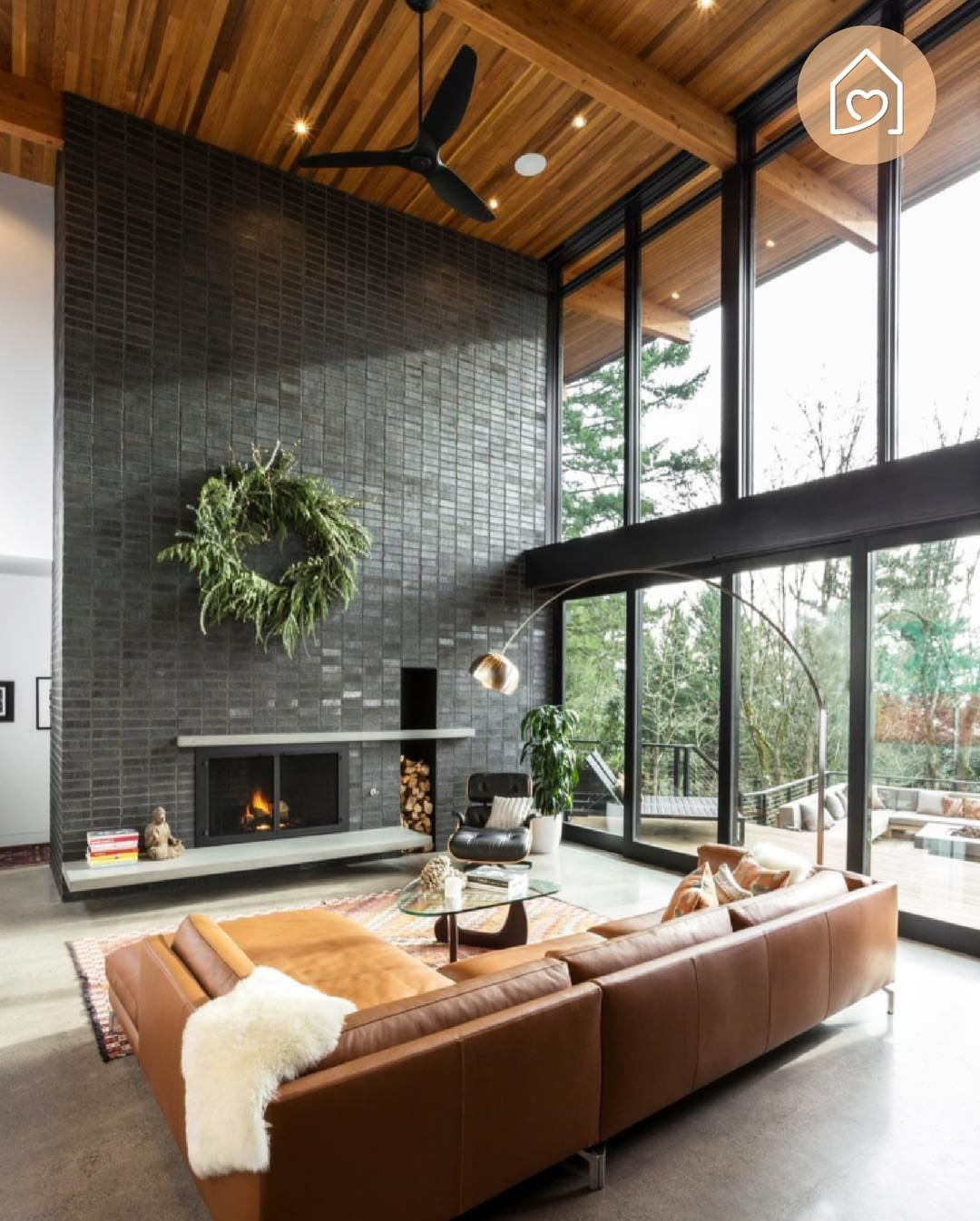 What A Wonderfull Industrial Livingroom Love The Wooden Roof And High Windows Credit Modern House Design Living Room Decor Modern House Interior