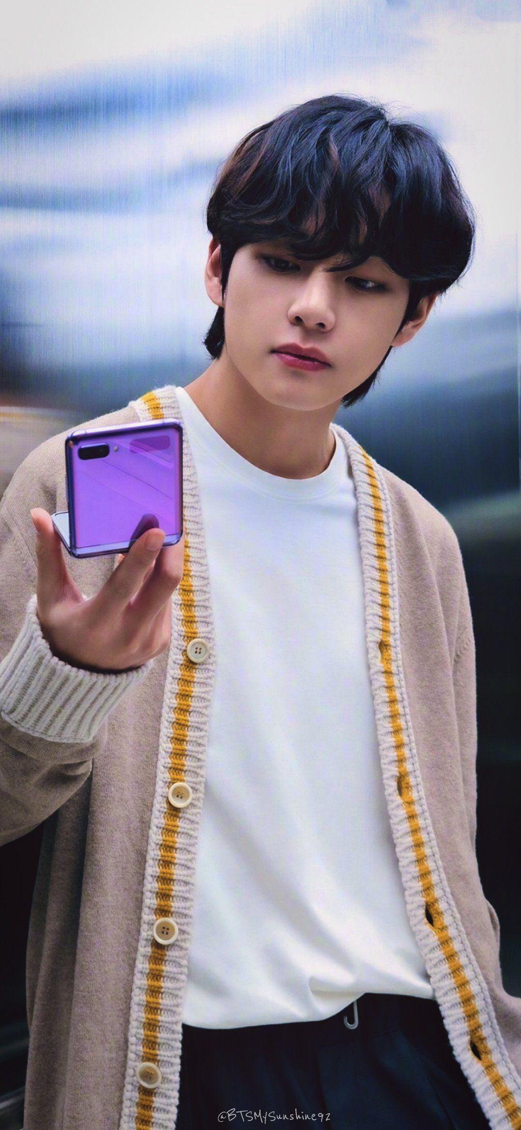 Pin By Angie Romero On Bts Samsung In 2020 Bts Taehyung Taehyung Kim Taehyung