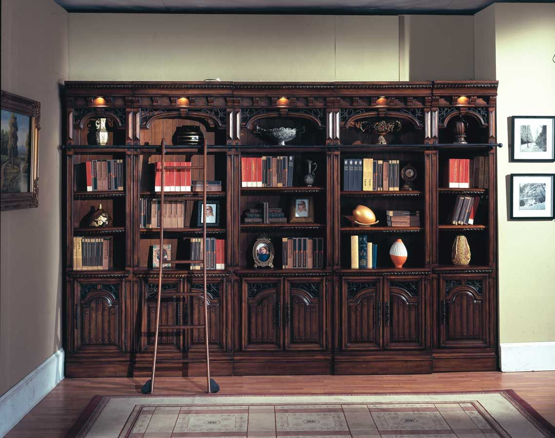 Such beautiful cabinets. This is more like my library would be ...