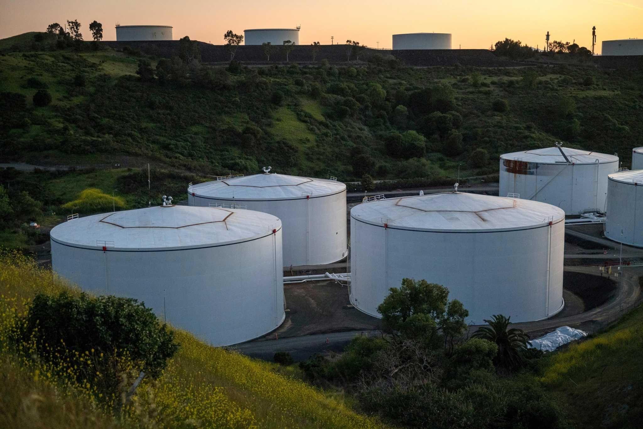 Oil rises toward 5month high on shrinking us stockpiles