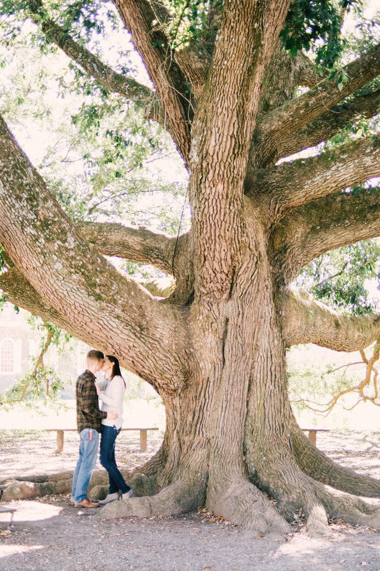 Colonial Williamsburg engagement | ashleyreneephoto.com