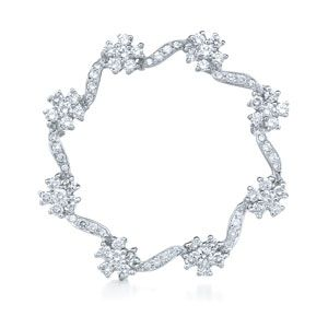 Circle diamond brooch from the Whisper Collection in 18K white gold