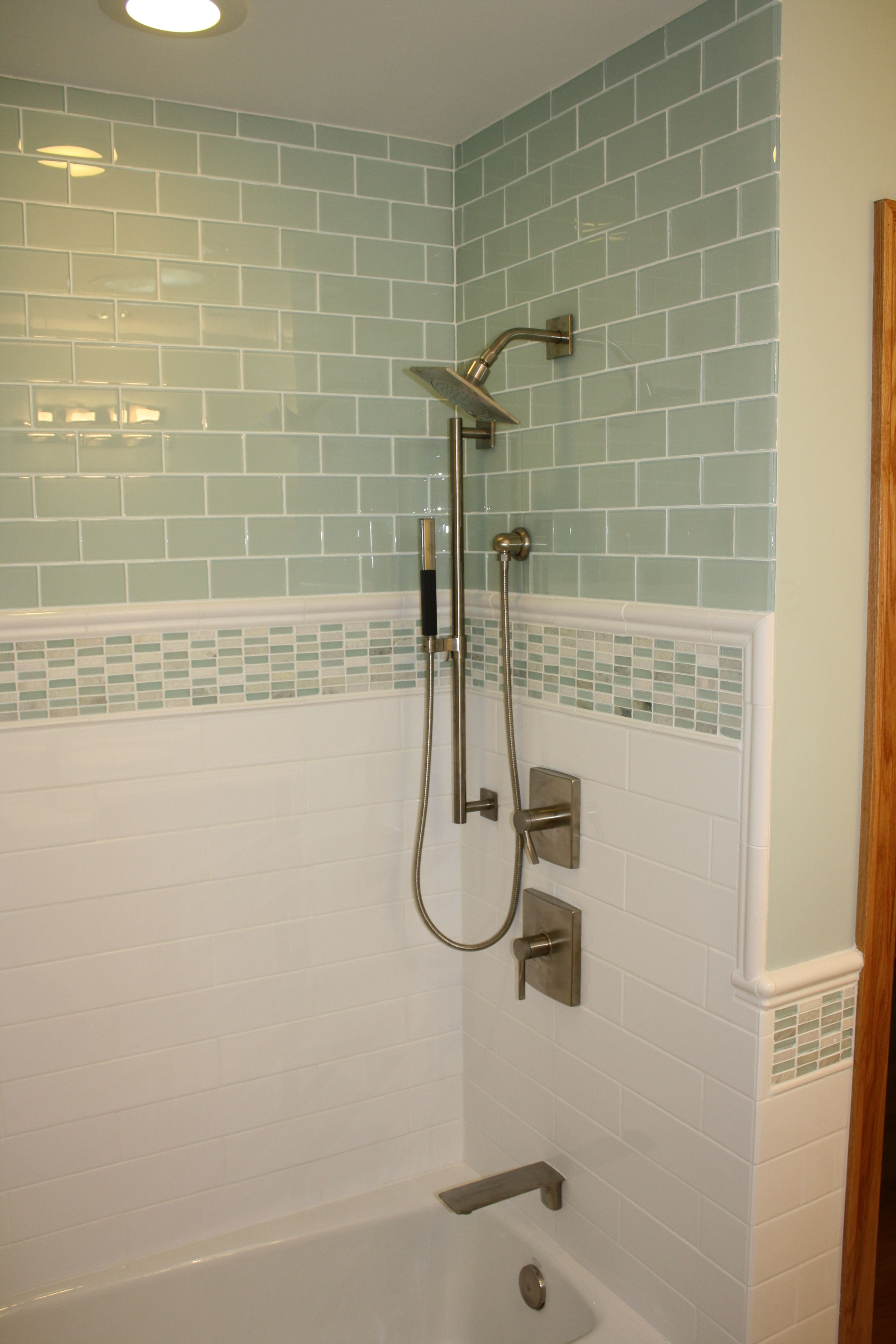 Bathroom tile I like the molding around the edges | Home Upgrade ...