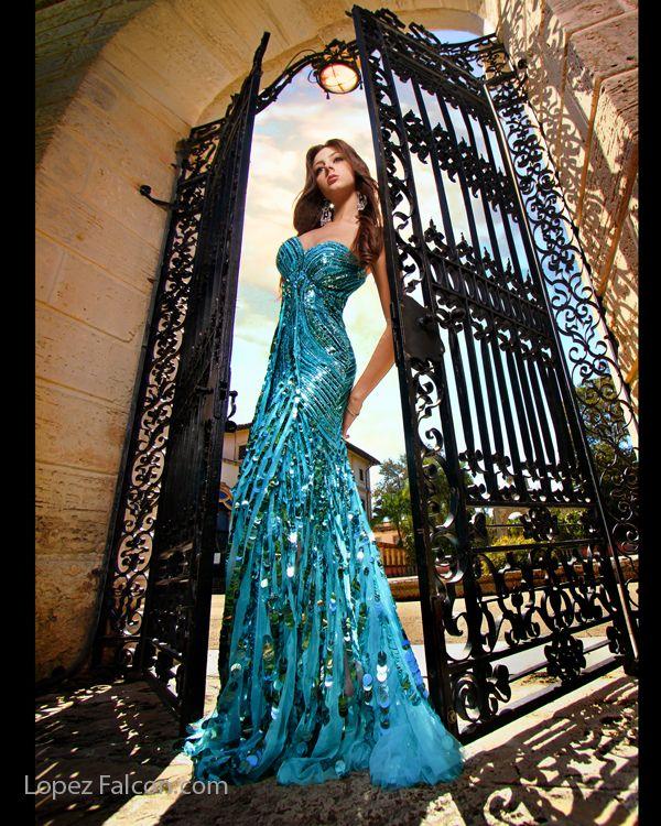 Sunshine Cruz Wedding Gown: Quince Photography Miami Vizcaya Quinces Photographer