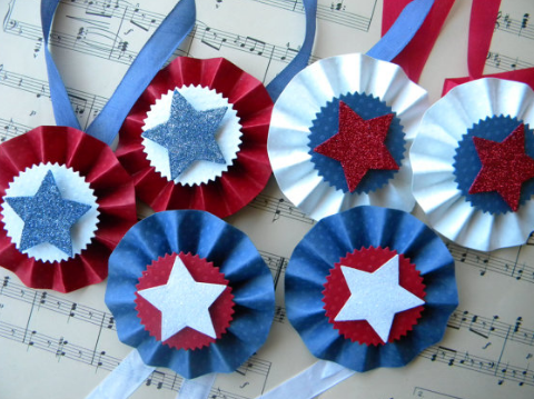 "11 Simple ""Veterans Day Crafts"" Ideas for Kids & Adults - Veteran Day #veteransdayartprojects"