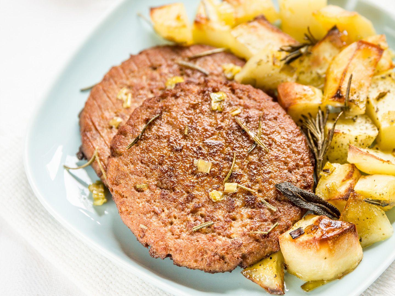 Burger di miglio e ceci con patate al forno