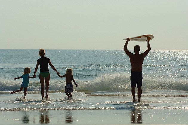 Surfing Family So Fricken Cute Surfing Surf Lesson Beach Vibe