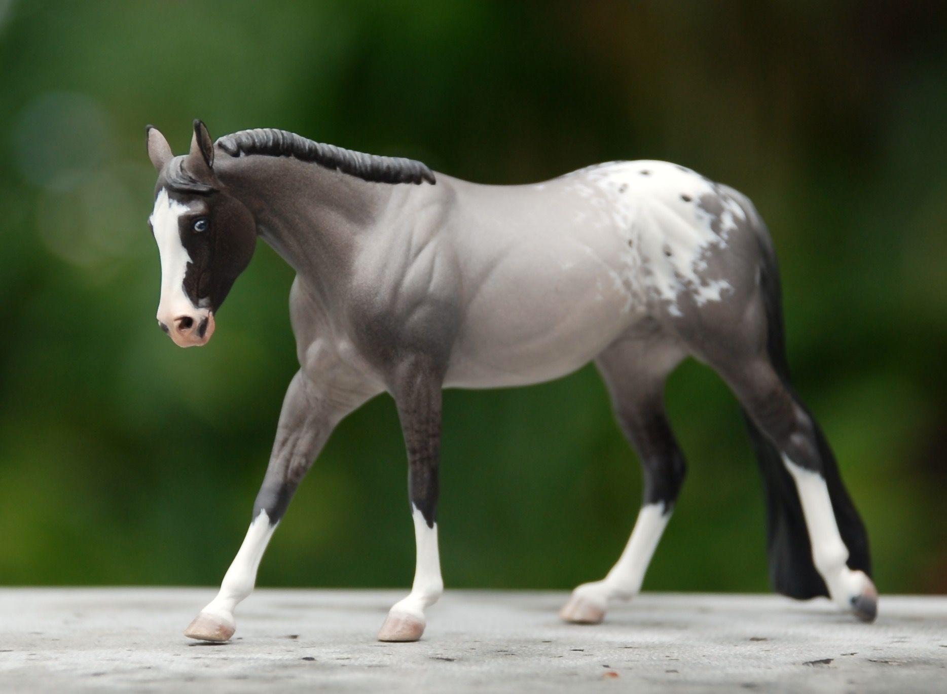 Painted By Nikki Button 2016 Pferde Skulpturen Modell