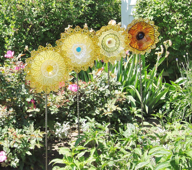vintage yard sculpture | Yard Art Garden Decor Vintage Glass Flower ...