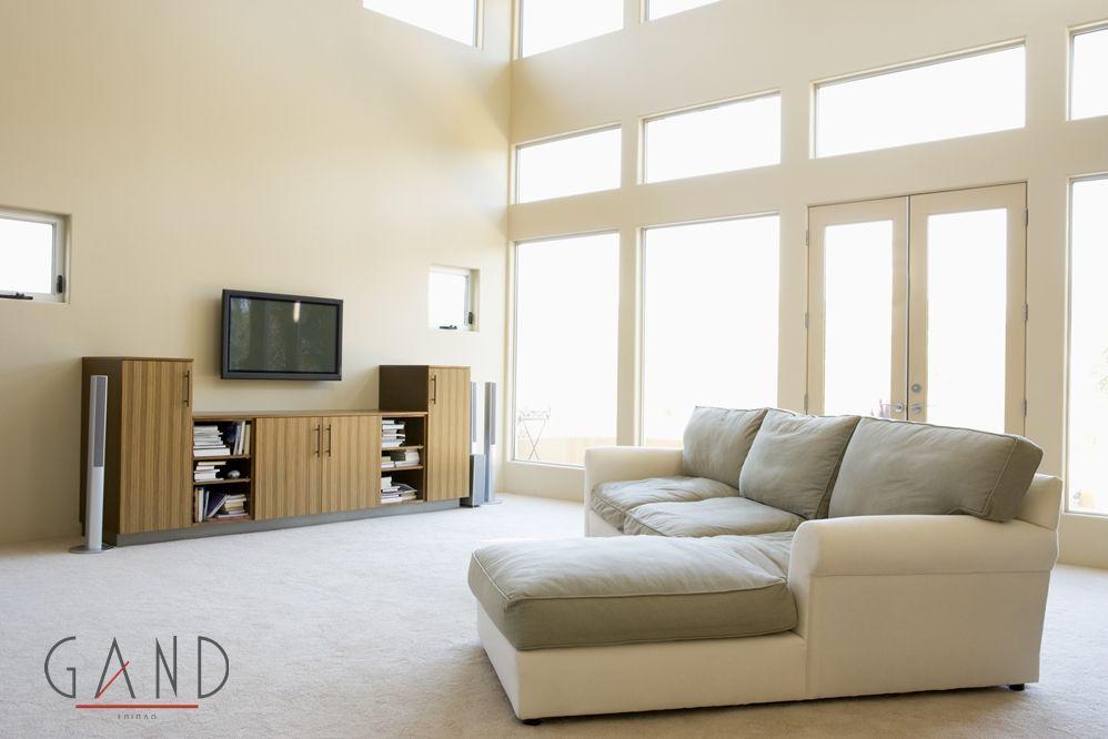 Σαλόνι γωνία αποτελούμενο από έναν καναπέ τριθέσιο και ένα μεγάλο σκαμπό με ενιαίο μαξιλάρι στο κάθισμα. Η ιδιαιτερότητά του είναι πως πολύ εύκολα μπορεί να αλλάξει φορά η... (more)
