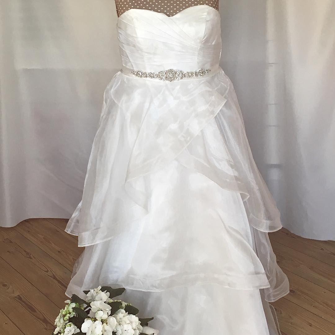 Darius is a designer of wedding gowns evening dresses u replicas