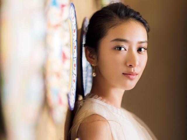 23歳にしてデビュー11年目 武井 咲はやっぱり 優等生 なのか 1 2 東京カレンダー 武井 咲 美人な人 可愛い人