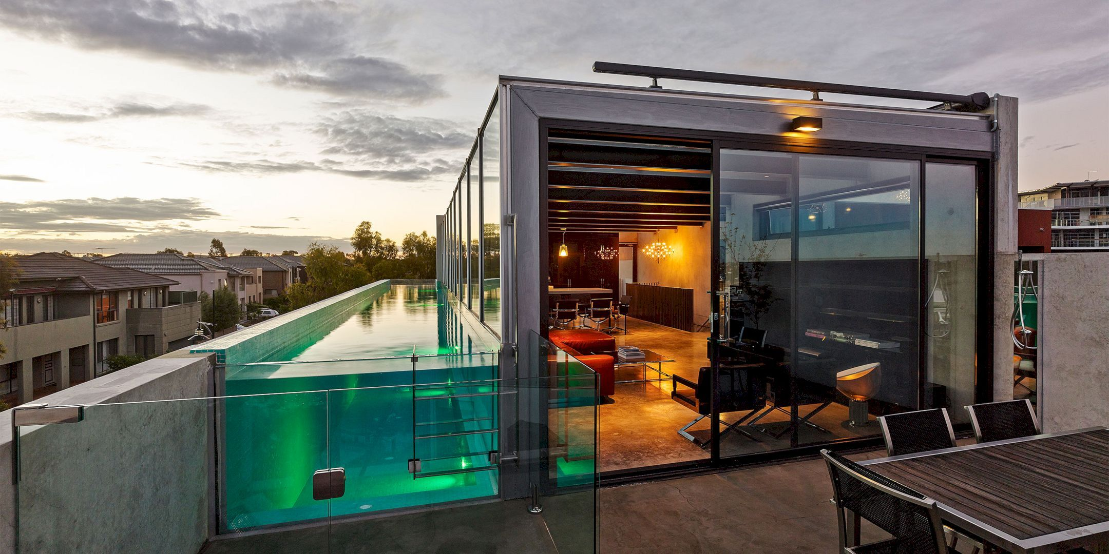 Skyline Project Contemporary House With Concrete Walls Rooftop Terrace Design Terrace Design Concrete House