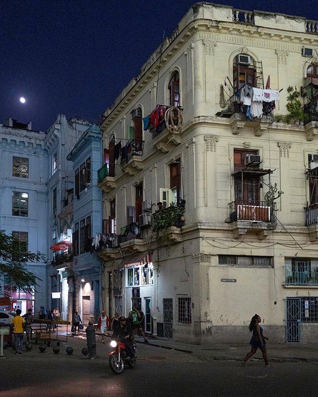 #havananights #havana #cuba #streetphotography #street #leica #leicaphotography