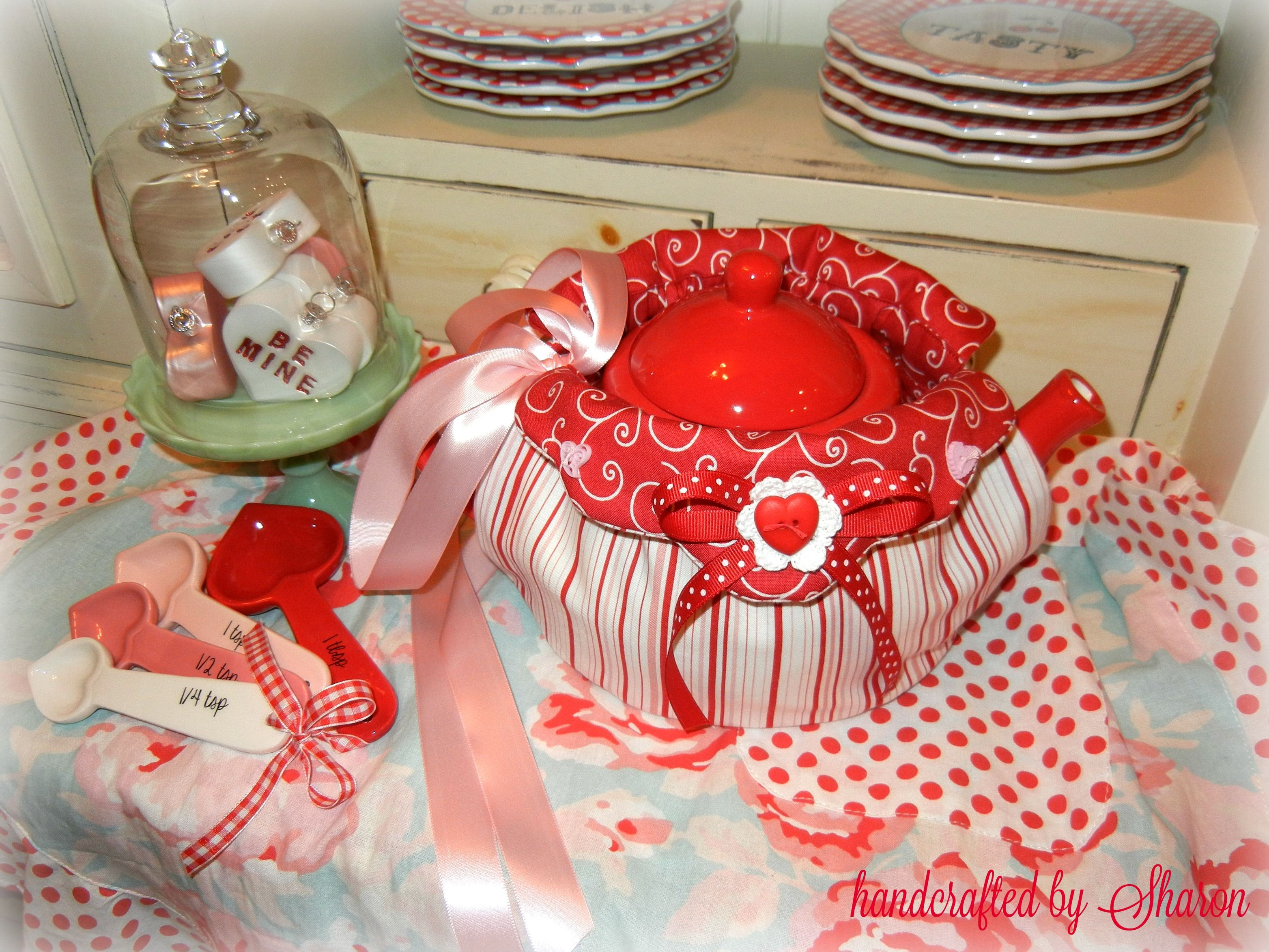 My hugs u kisses stripe valentineus tea cosy handcrafted by