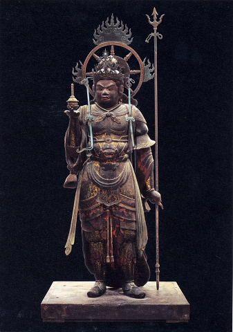 毘沙門天像 国宝 平安時代の作品なので、仏像としての完成度は高い。 鮮やかな彩色も少し残っている。