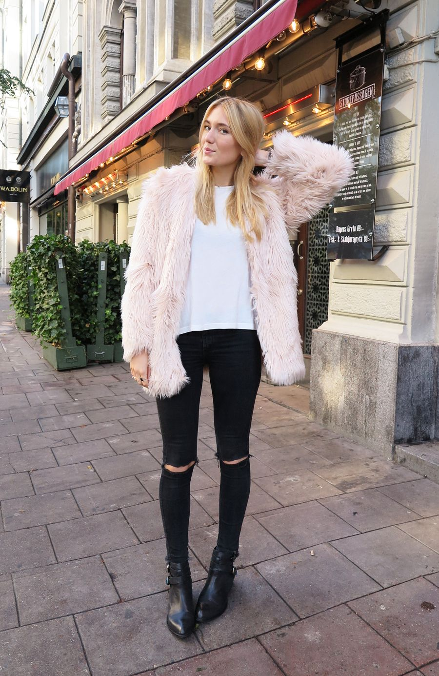 53ea9b026 Josefin Dahlberg in a pink fur coat   ripped black jeans  style ...