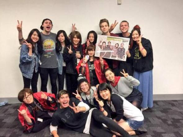 MG w/ a fan club look at Calum. Wonder why people call Calum Asian? mmmm?