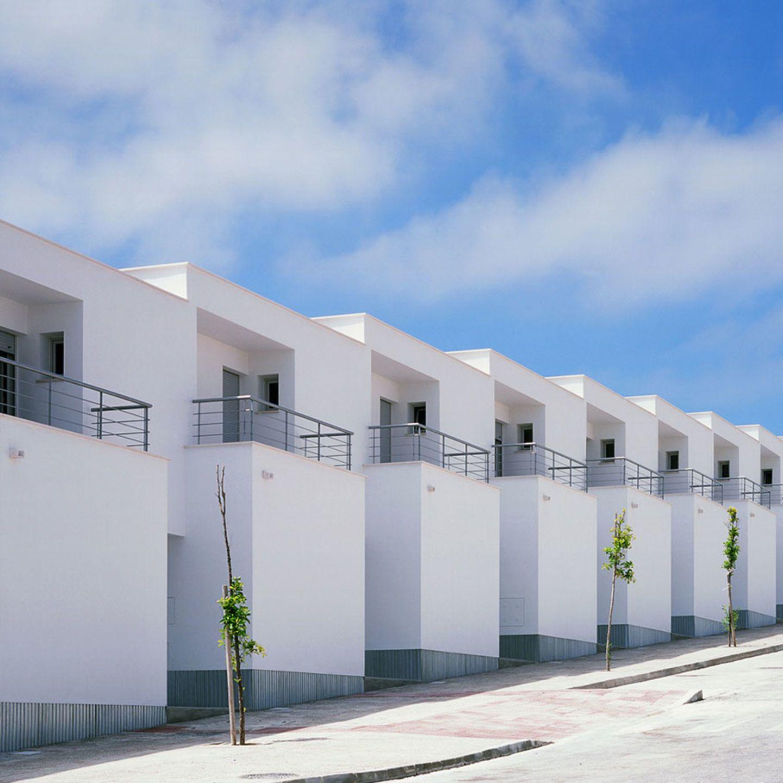Mediomundo Arquitectos Jorge Yeregui 32 Vpo A Levante Divisare House Styles House System Building A House