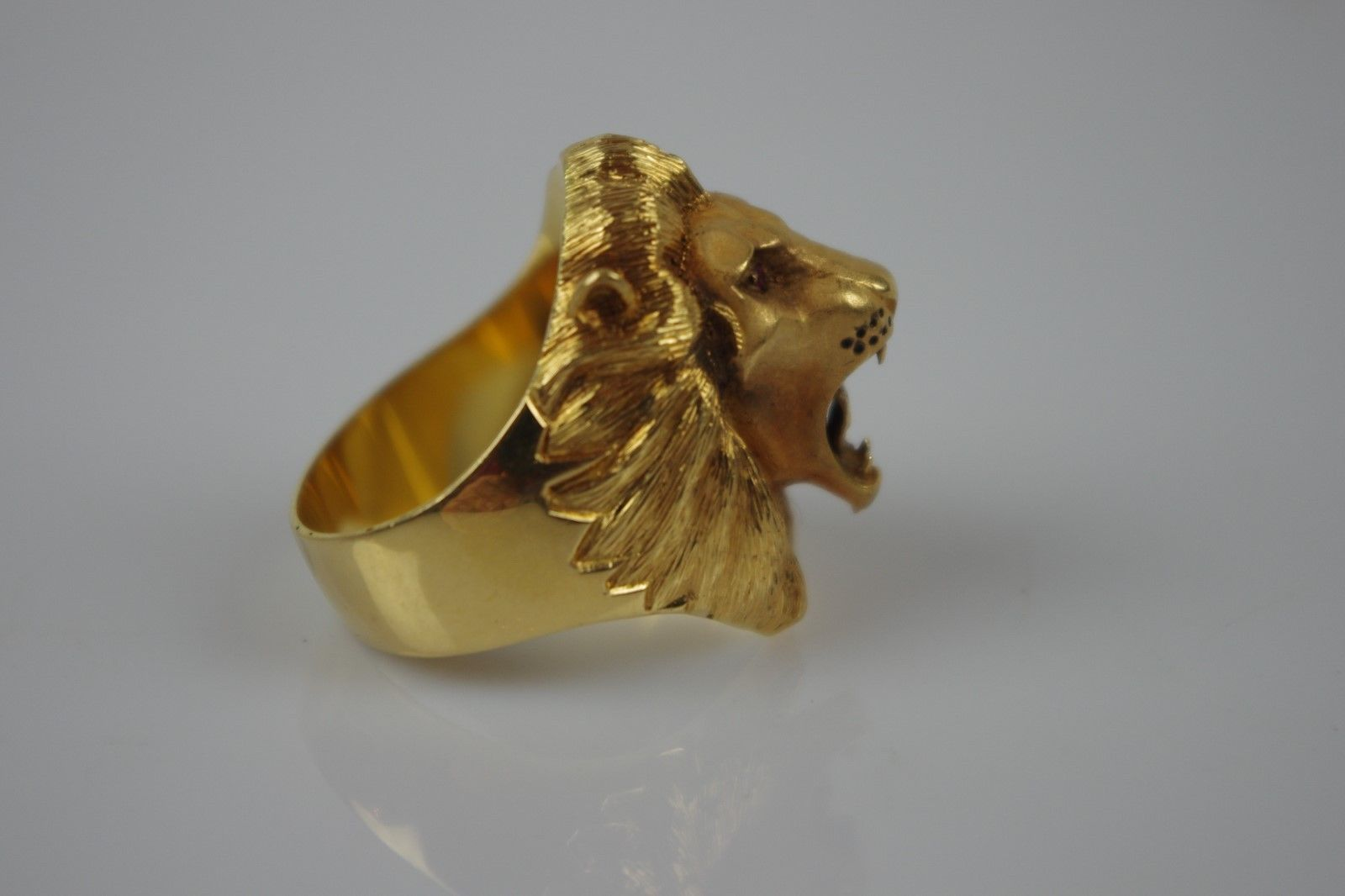 #Spectacular 18ct gold cast lion head ring #stock code sj4 size s 1/2,  View more on the LINK: http://www.zeppy.io/product/gb/2/112160382432/