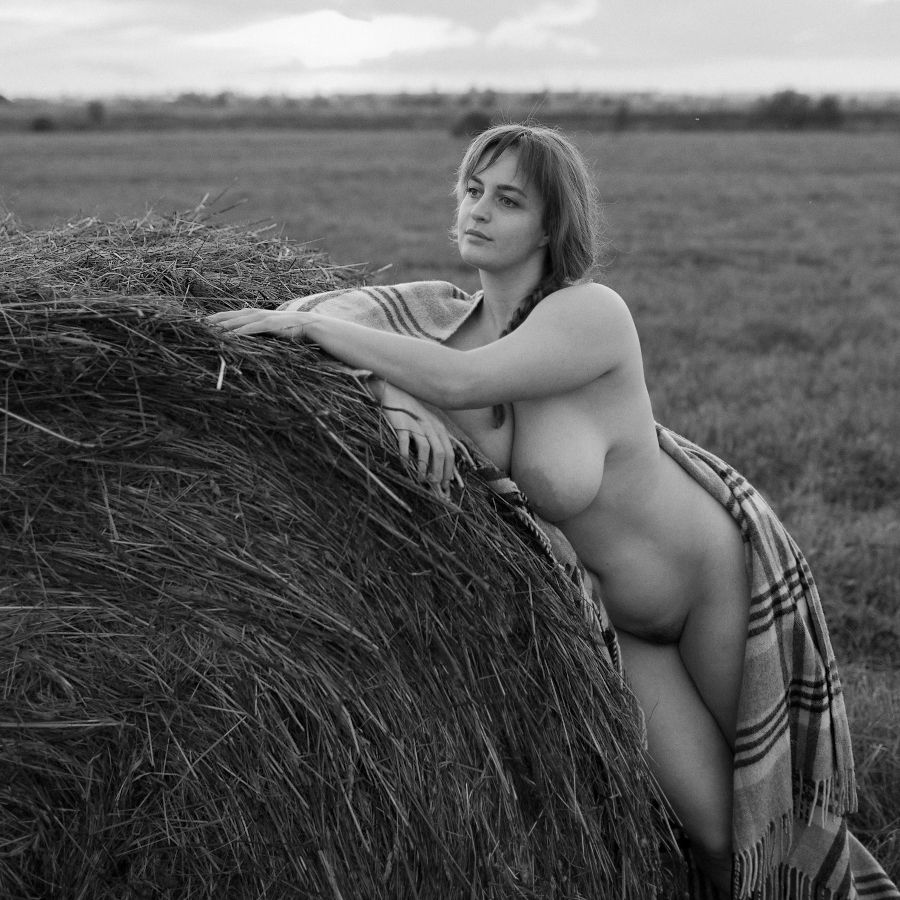 Cycki vintage nude women in the fields nice Alrefy