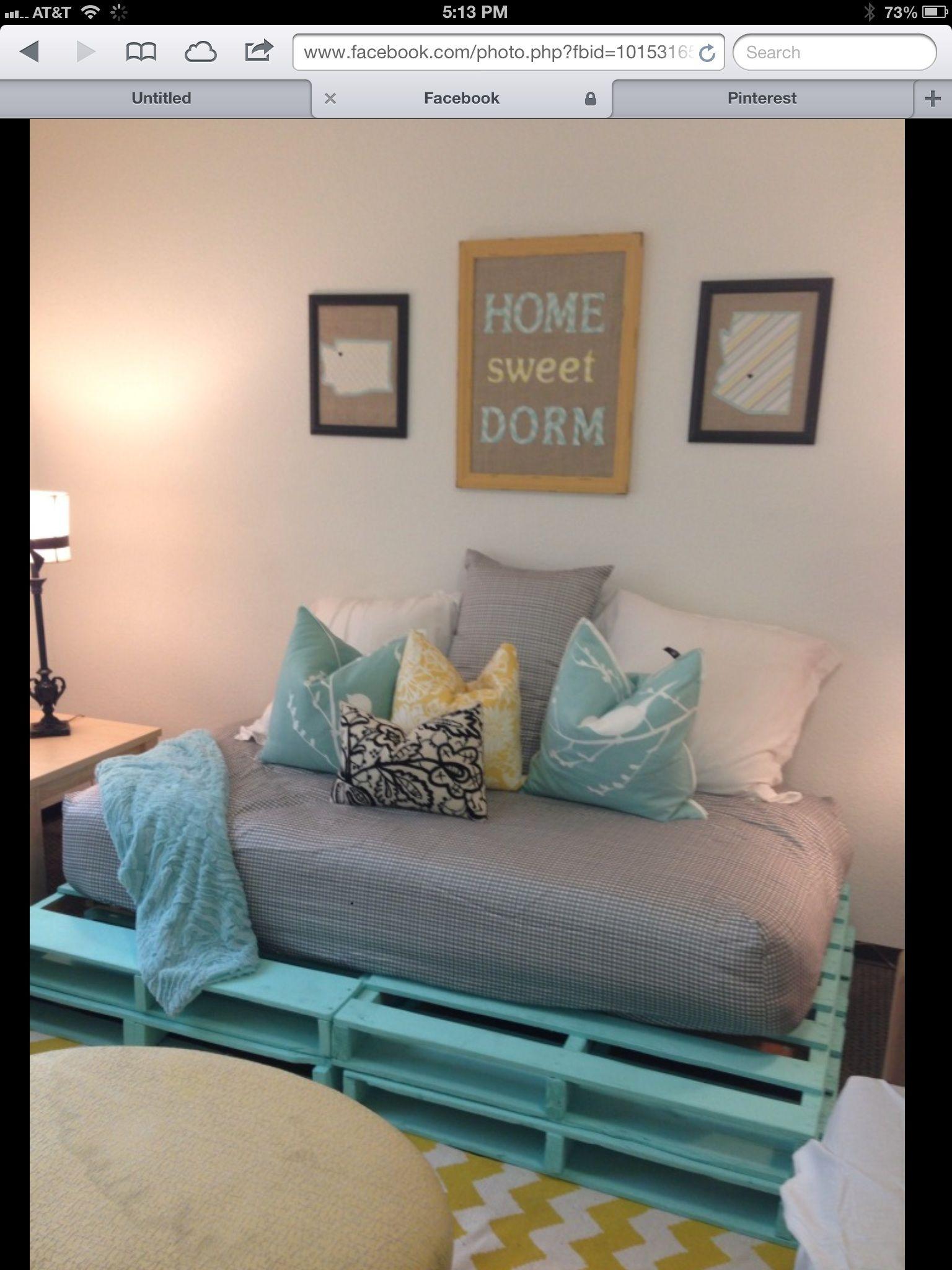 Fun pallet couch for a dorm room Dorm stuff Pinterest