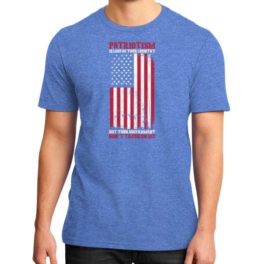 DONT TREAD ON ME District T-Shirt (on man)