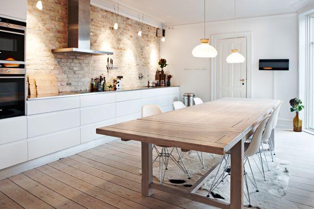 Keuken Interieur Scandinavisch : Moderne greeploze witte keuken in landelijk interieur voor meer