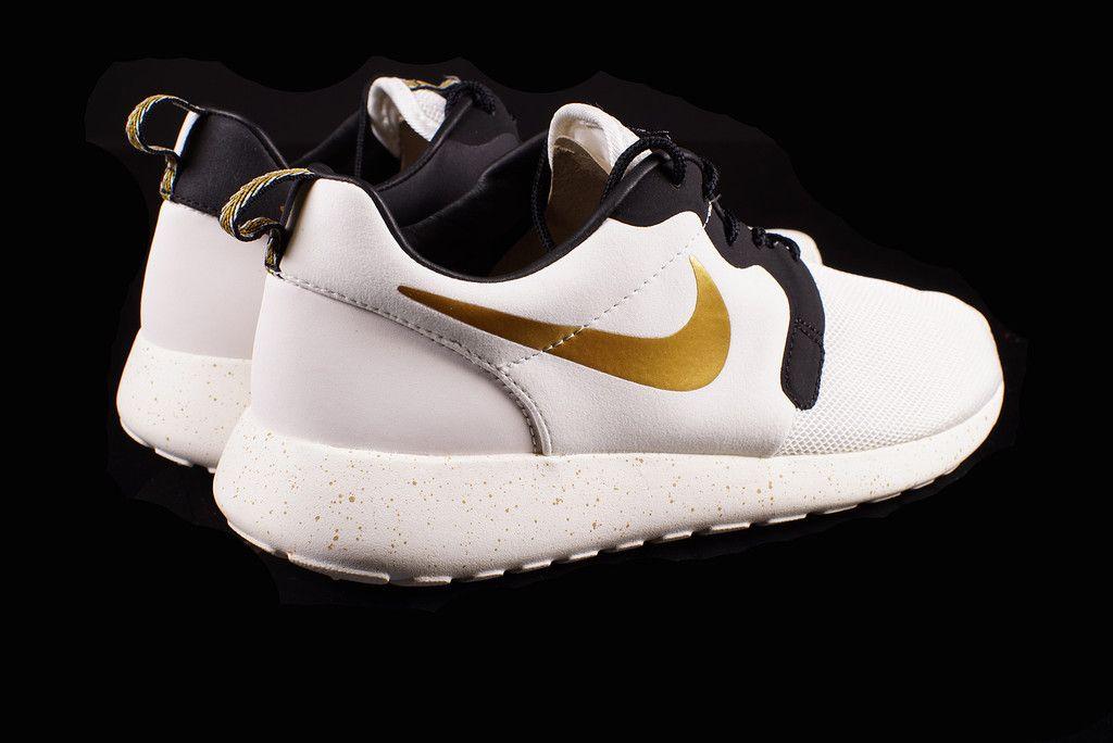Nike Trophée D'or Roshe Course Hyperfuse Femmes vente en ligne clairance faible coût jeu tumblr drop shipping 2014 nouveau cufOLWpg2g