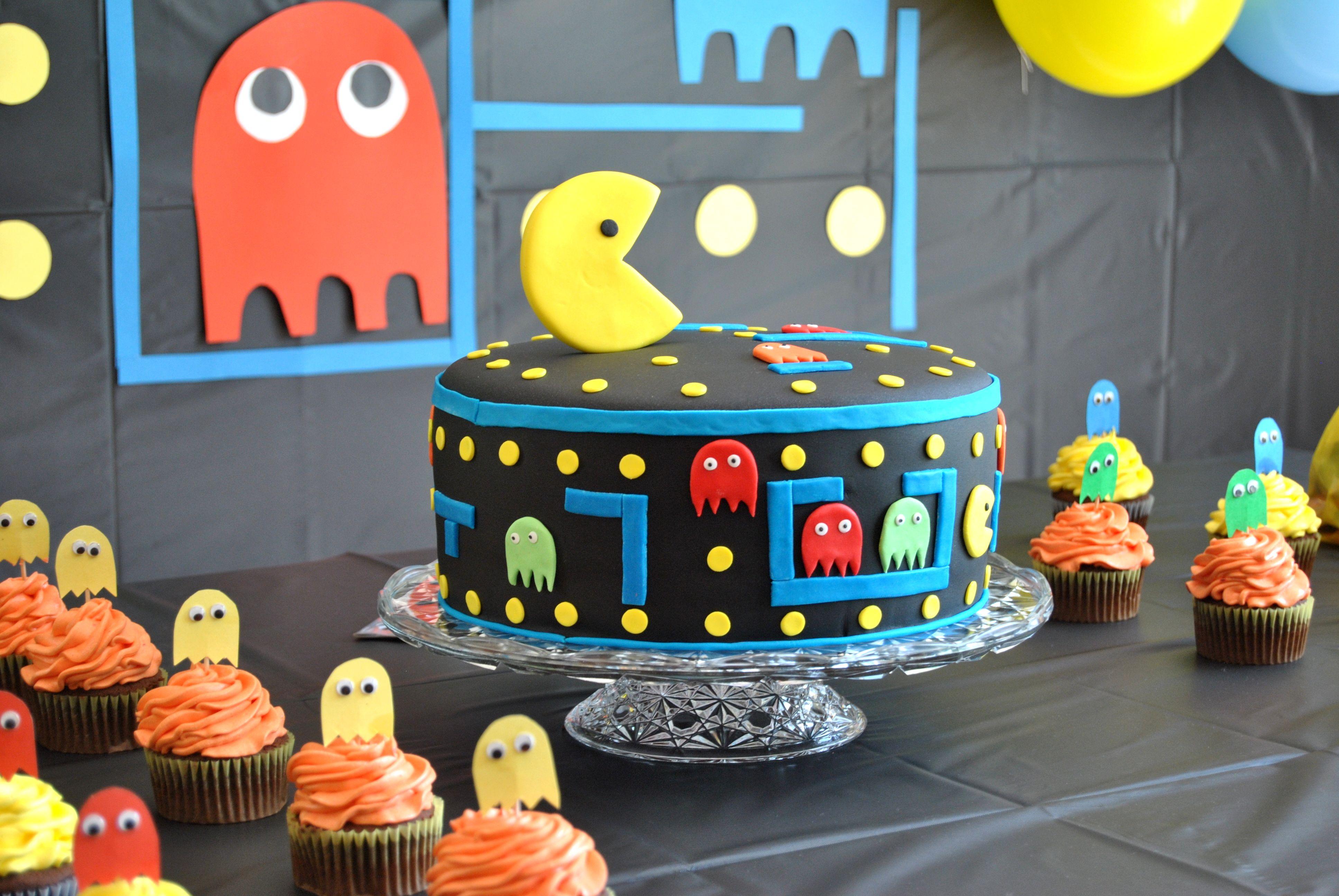 Cumpleaños de Joshua Pacman cake, pastel de vainilla con chocolate y