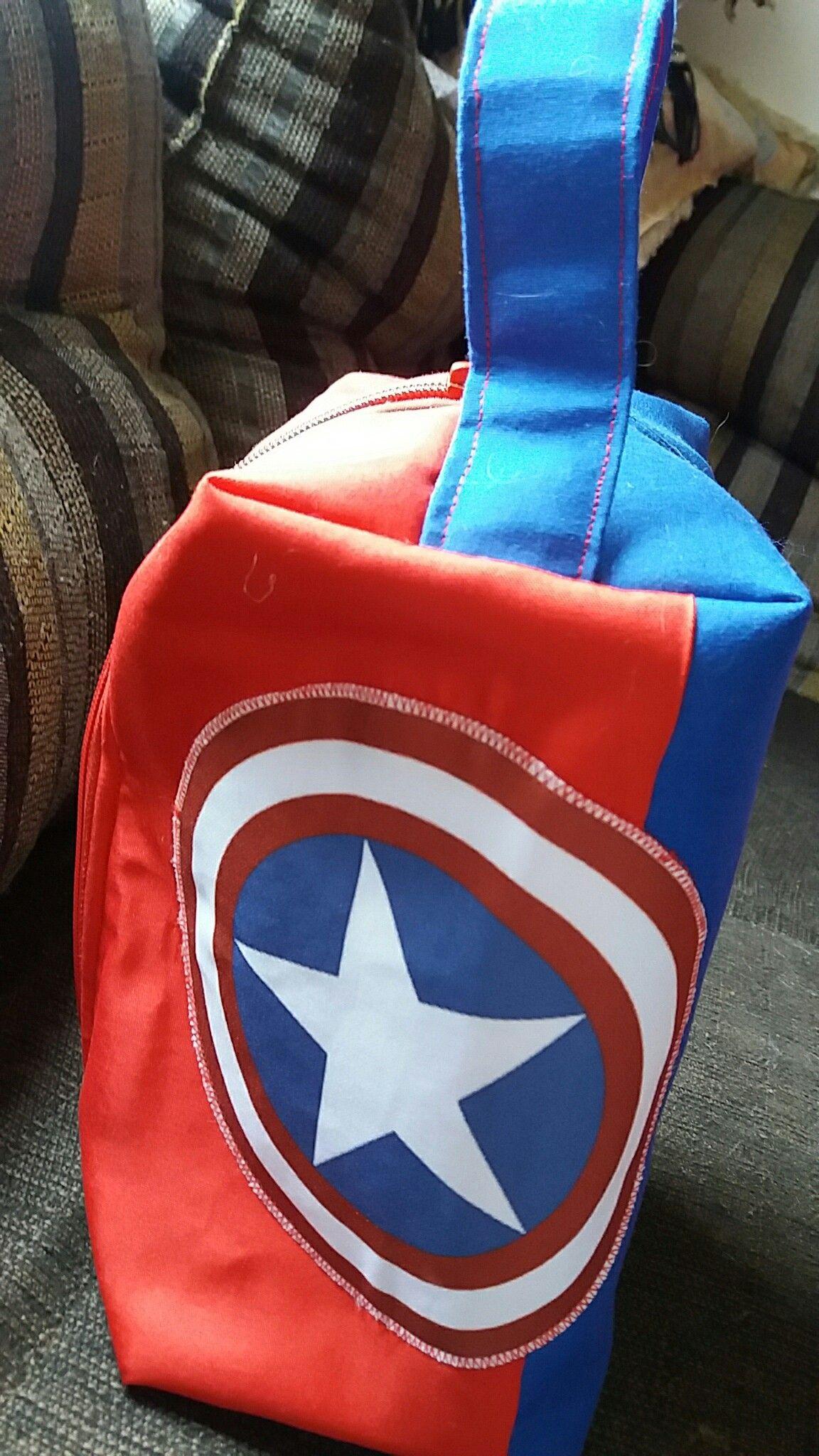 Necessárie infantil temática Super Heróis.
