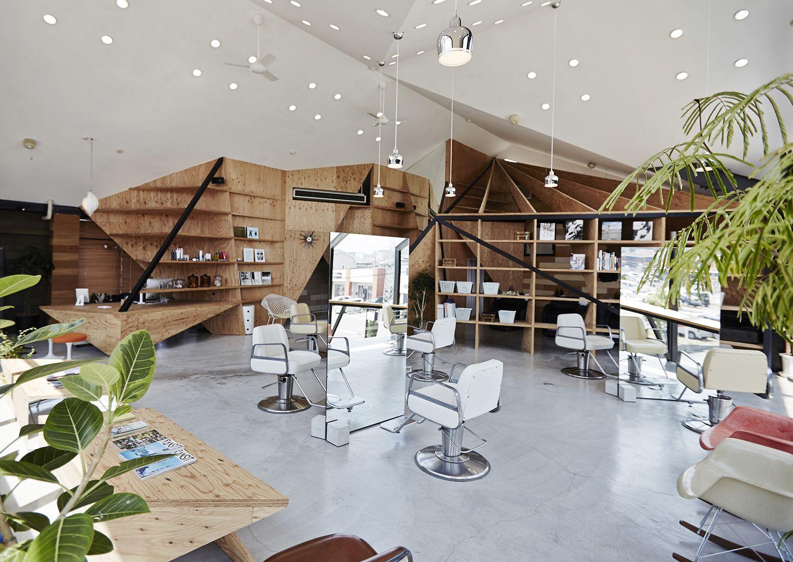 Aménagement d'un salon de coiffure style industriel en