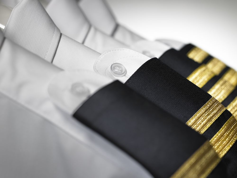 Wat betekenen de strepen op het KLM uniform? KLM Blog