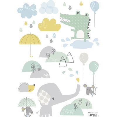 Des coloris de bleus, de vert dans les tonalités douces associées au gris souris. Des copains câlins, un univers plein de tendresse pour faire sourire les tout-petits même les jours de pluie.