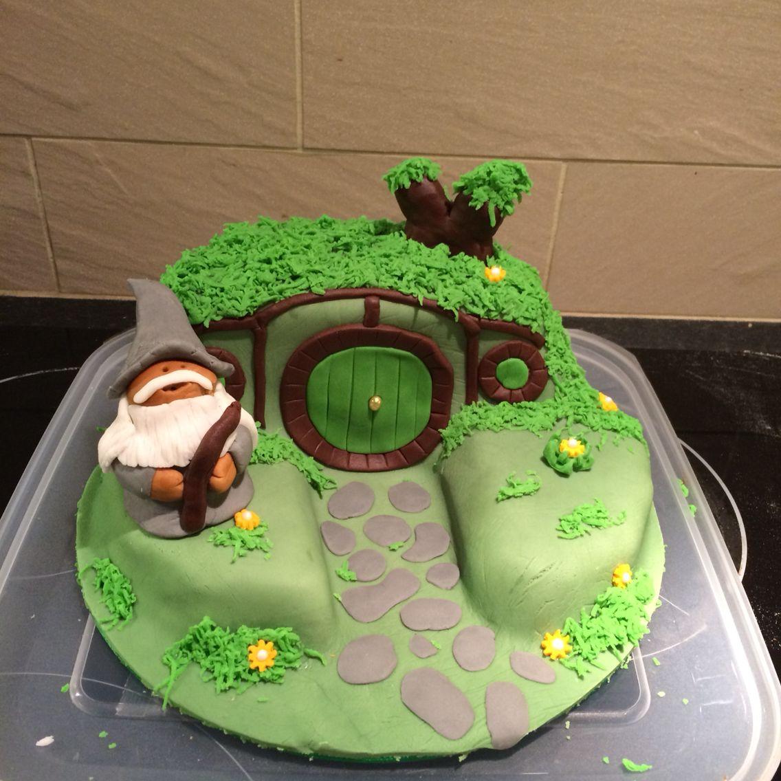 The hobbit cake £30