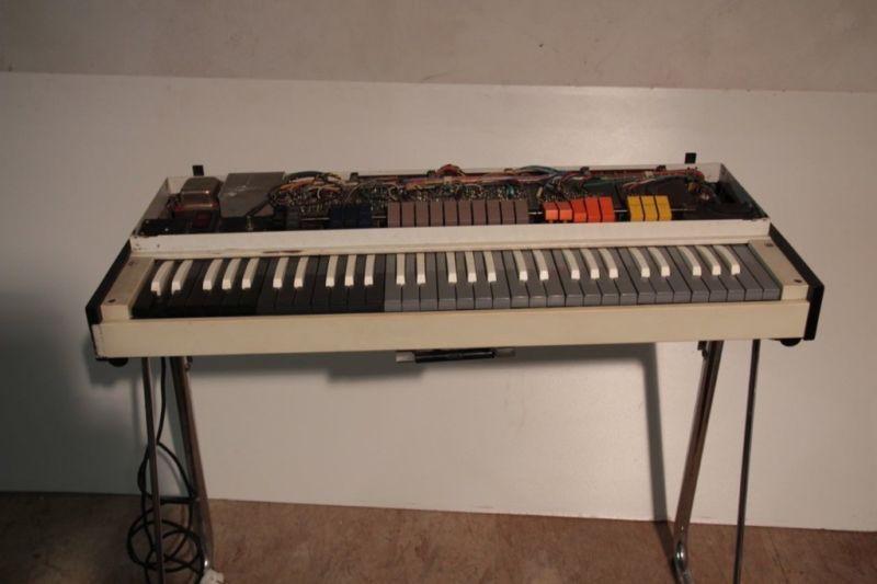 farfisa orgel an bastler zu verkaufen der deckel fehlt daf r ist eine tasche dabei farfisa. Black Bedroom Furniture Sets. Home Design Ideas