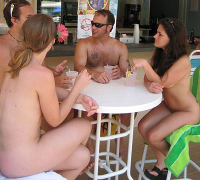 cinesi naked in public