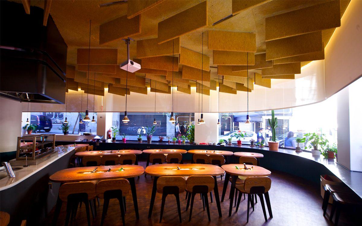 Yakitoro Es Un Espacio Inspirado En La Tradicional Taberna Japonesa De Yakitori Le Damos El Toque Espano Restaurantes Restaurantes Buenos Restaurantes De Moda
