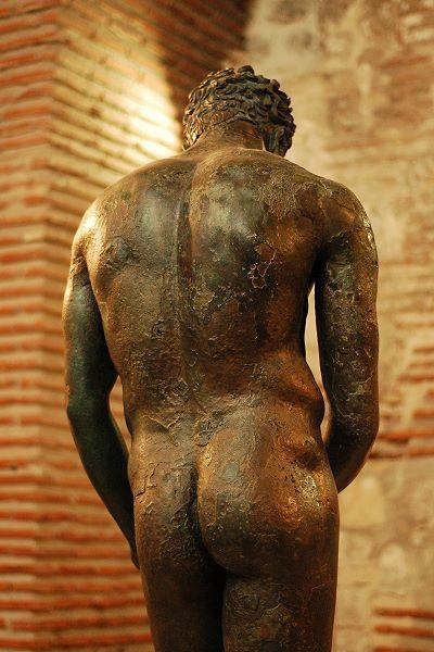 The fantastic ancient Greek sculpture of Apoxiomen ...  The fantastic a...