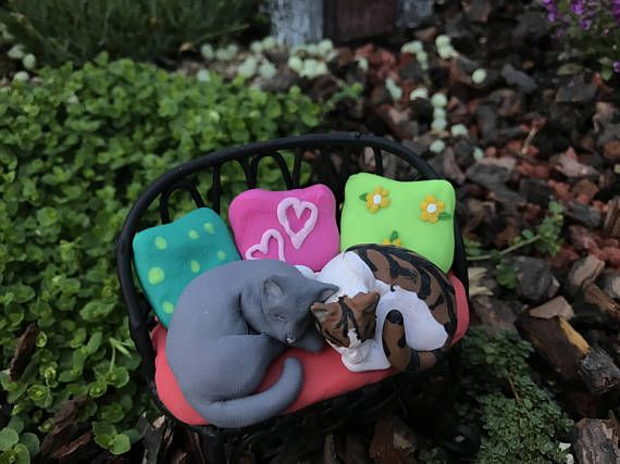 Swell Fairy Garden Bench With Cats And Pillows Polymer Clay Ooak Inzonedesignstudio Interior Chair Design Inzonedesignstudiocom