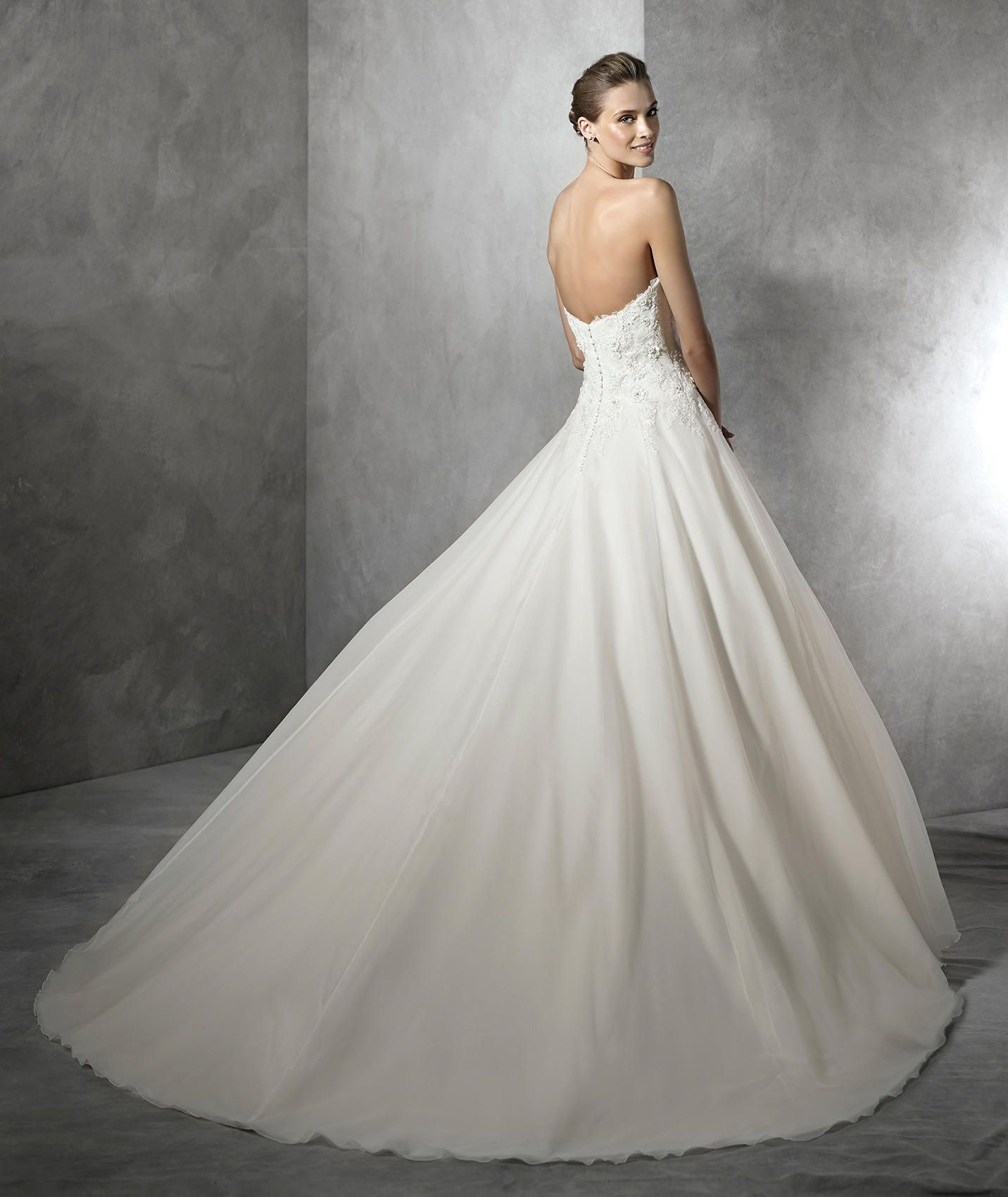 Silhouette wedding dresses simple bridal  TENDY  Robe de mariée simple silhouette sirène  Pronovias