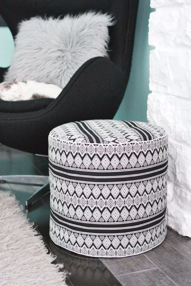 32 Diy Poufs To Make For Extra Seating Diy Pouf Floor Pouf Diy Flooring