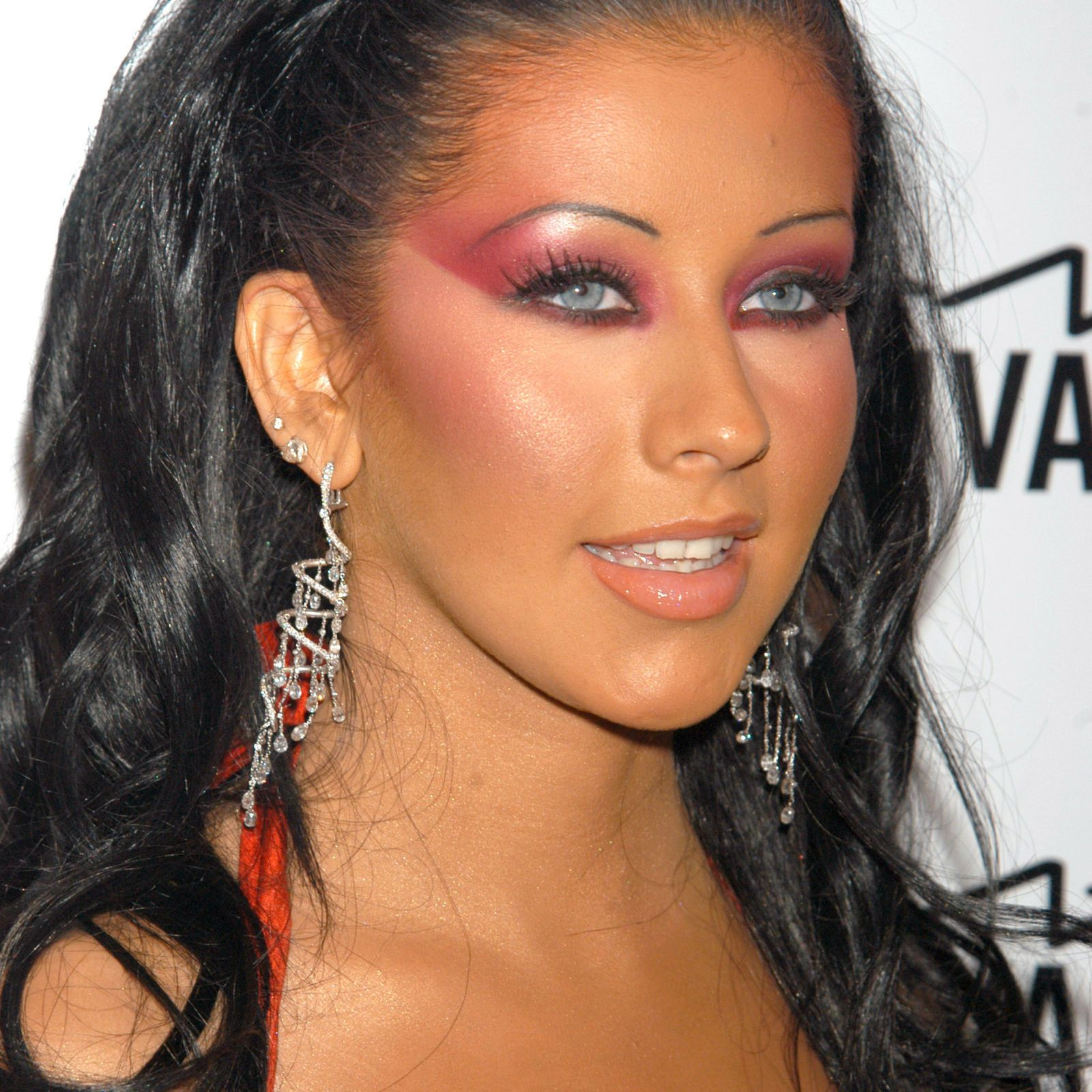 17 Embarrassing Beauty Trends From The 2000s