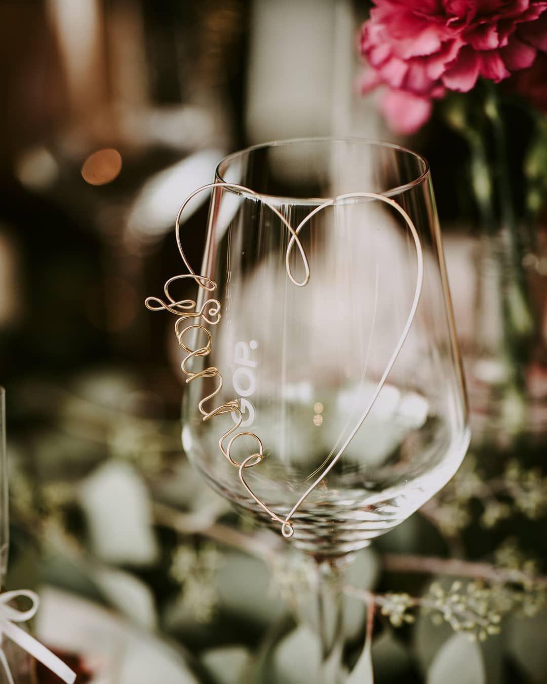 Zur Sitzordnung auf der Hochzeit gehören auch Tischkarten für Eure Gäste. Fü…
